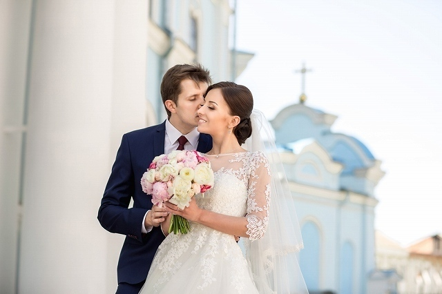 結婚衣装の男女