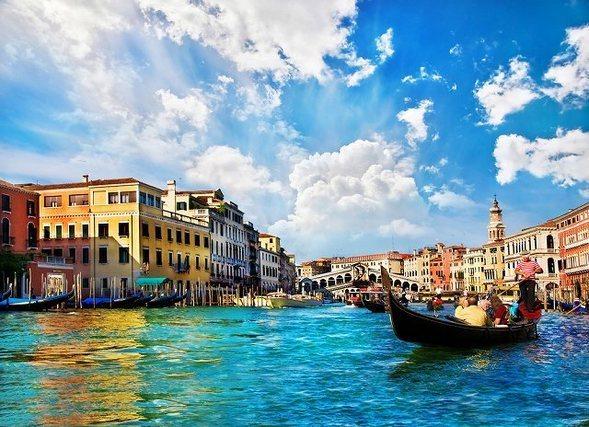 海と町並み