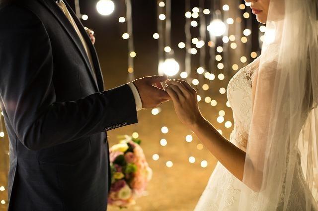 結婚するカップル4