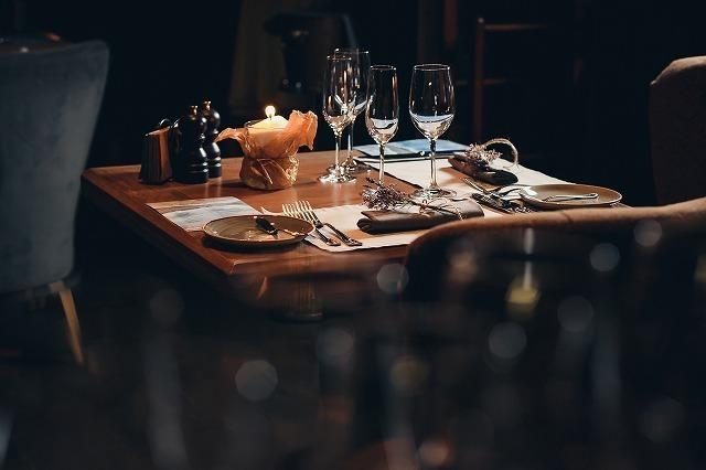 おしゃれなレストランのテーブル