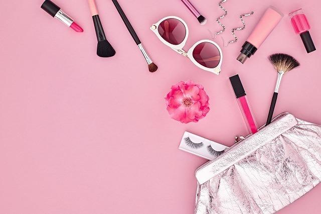 ピンク系のメイク小物