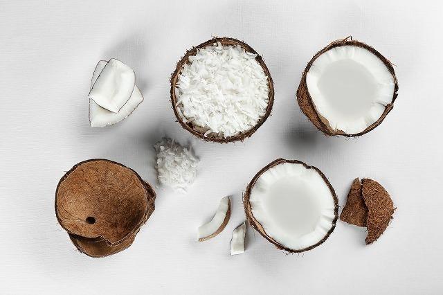 並べられたココナッツ