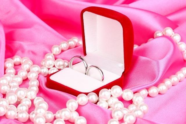 結婚指輪とパール