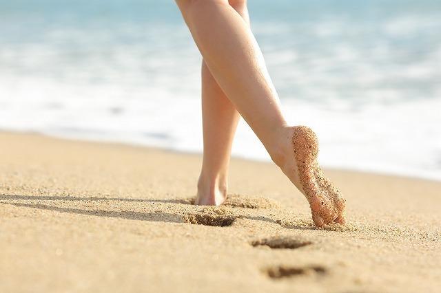 海辺を歩く