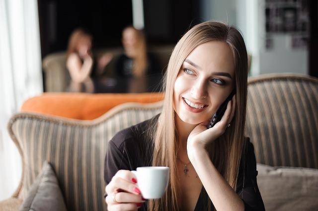 ほほ笑む女性