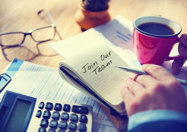 手帳と電卓とコーヒー