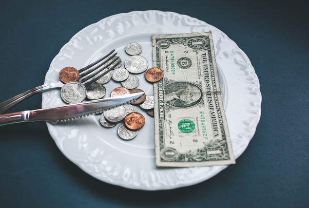 お皿と食器とお金