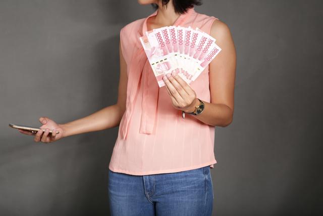 お金を第一に考える女性