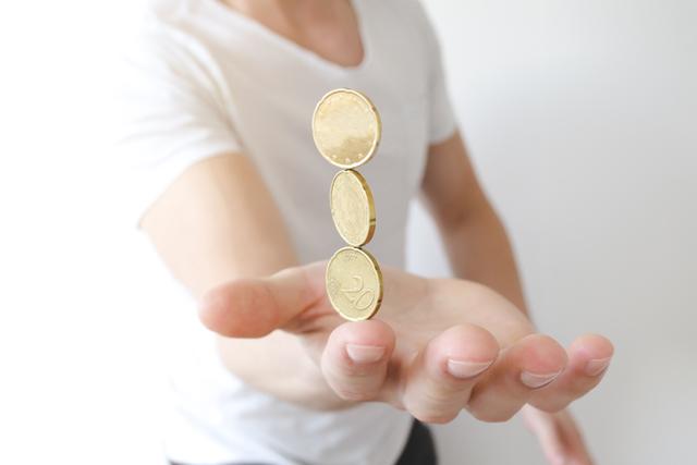 指先でコインが立つマジック