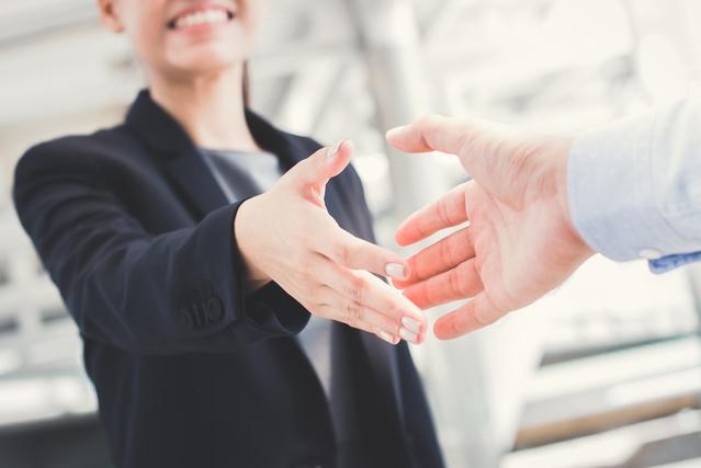 ミサンガの色の意味③灰色は仕事関係の願い事を叶えたい人におすすめ!