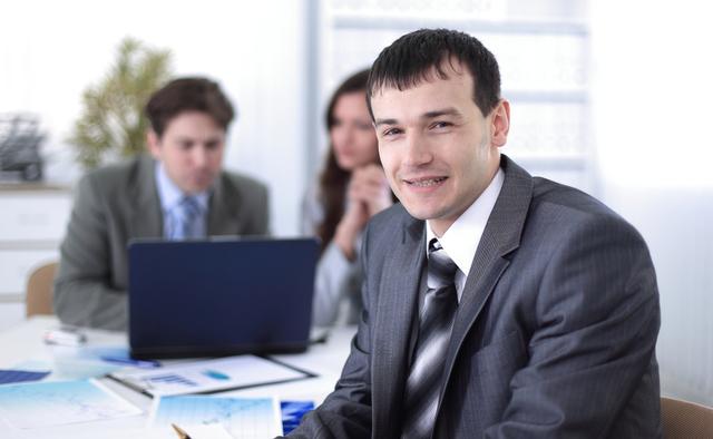 笑顔の会社員