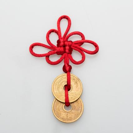 赤い紐と五円玉