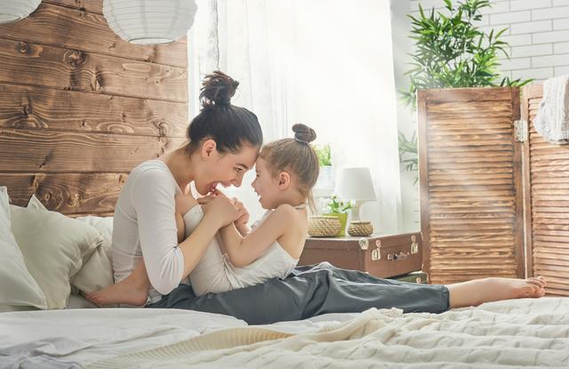 女の子とママ