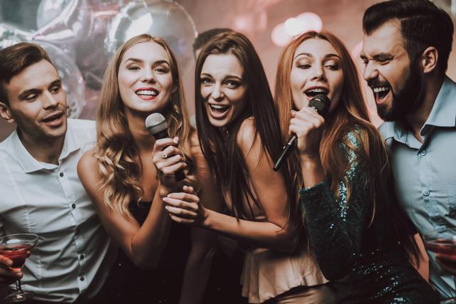 歌うグループ