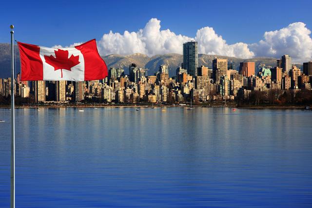 カナダ国旗がなびく
