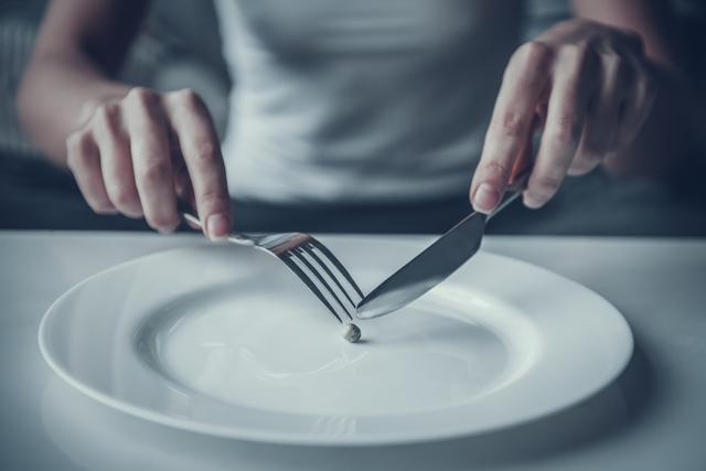 控えめな食事
