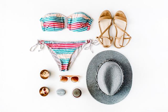 水着と帽子とサンダル