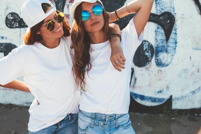Tシャツの女の子