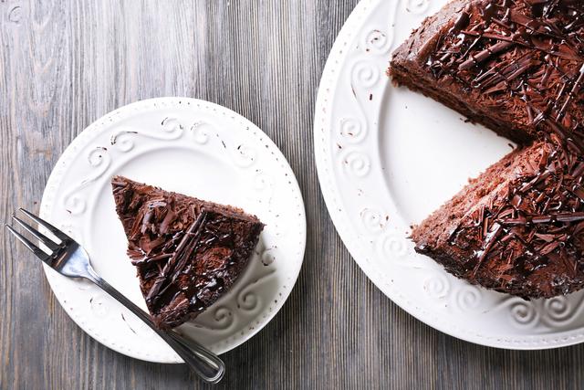 ココアパウダーを使った絶品生チョコレートケーキ