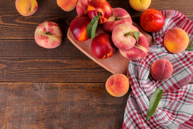 テーブルに乗ったフルーツ