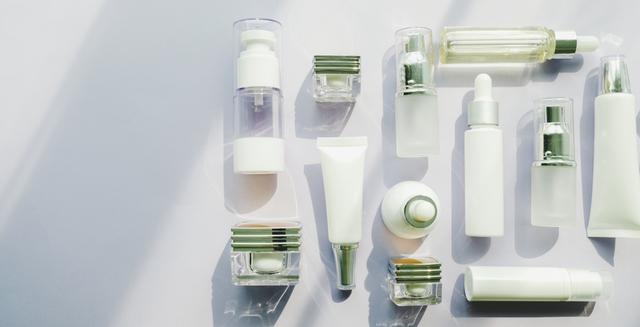 たくさん並べられた化粧水