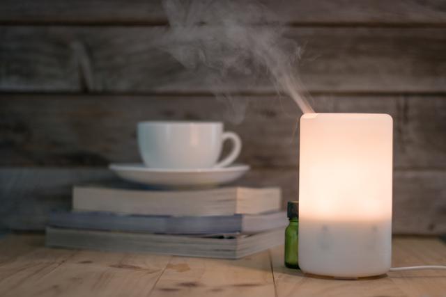 コーヒーカップとアロマディフューザー