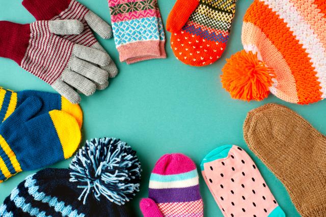 カラフルな帽子や手袋
