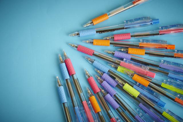 色とりどりのペン