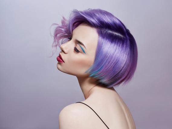 紫髪の女性