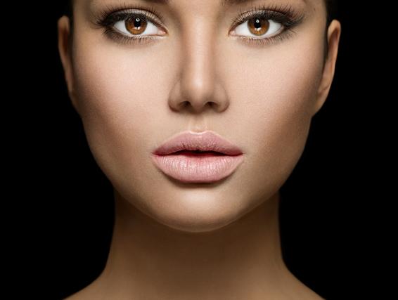 メイクした女性の顔