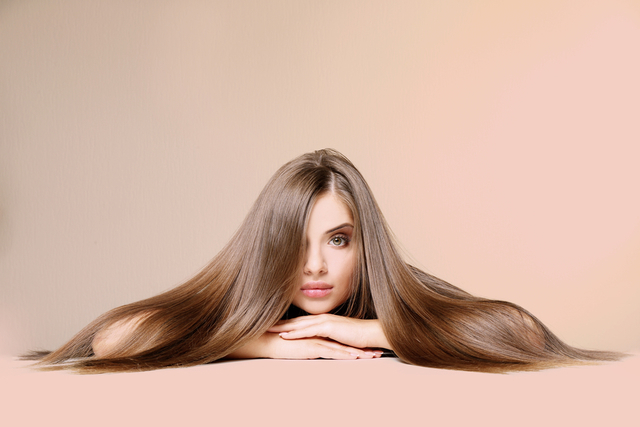 長い髪がキレイな女性